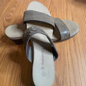 3/$30 BearPaw Noelle wedge sandal brown size 6